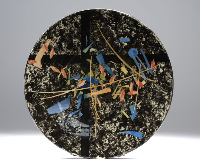 Plate 29cm, scatterings £160