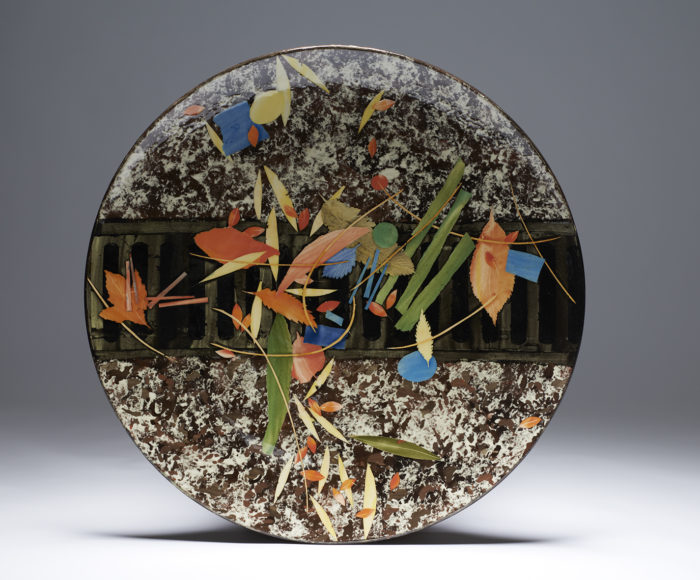 Very large dish 52cm grid & leaves £650